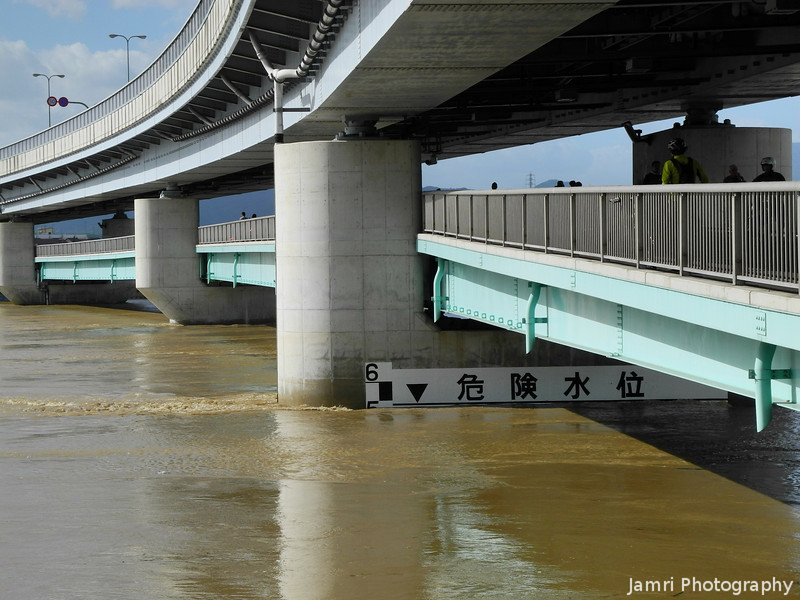 The Water Level at the Double Decker Bridge