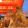 Up close to the Lion.<br /> During Higashiyama Hanatouro 2012.