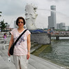 Ritsuko at the Merlion.