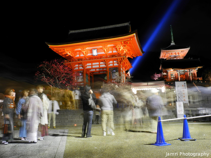 Outside Kiyomizu Temple.<br /> During the 2013 Higashiyama Hanatouro in Kyoto.