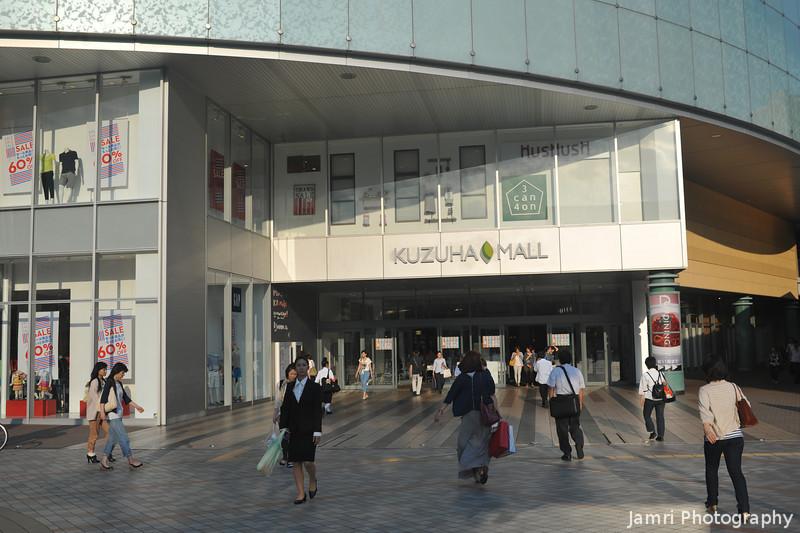 People at the Kuzuha Mall.