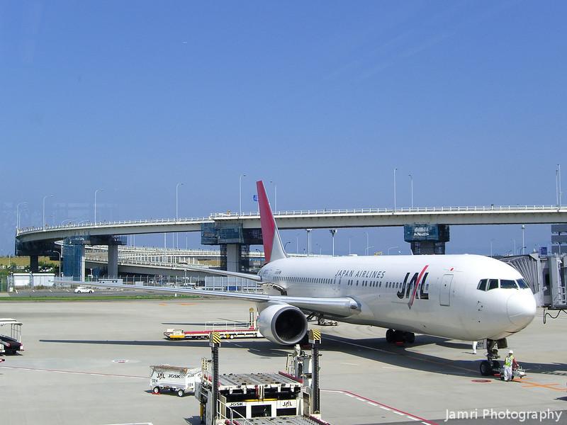 JAL Boeing 777 at Kansai Airport