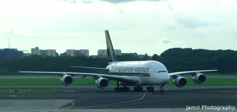 A Singapore Airlines A380 Arrives