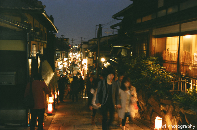 An Evening in Hagashiyama.<br /> It was a great evening seeing the lights of the Hagashiyama Hanatouro and pleasantly yet unseasonably warm at 19C.<br /> Note Film Shot: Nikon F80 + Nikkor 35 f/2 + Fujicolor PR400