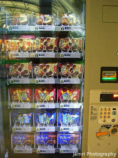 A Food Vending Machine!<br /> In Japan the vending machine capital of the world it's hard to find one selling snacks! Still no potato chips (crisps) or chocolate bars though 8(.<br /> At Kansai Airport.