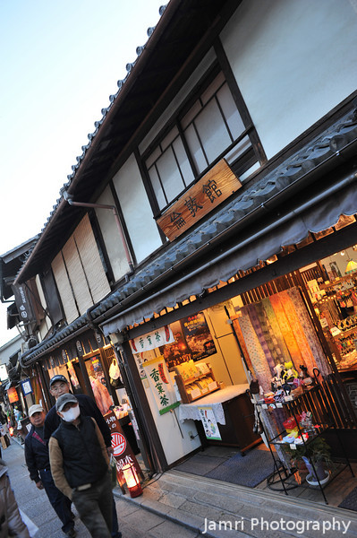 "Shopping Light Up. Whereas the Arashiyama Hanatouro is lighting up of bamboo forests and a small mountain, the Higashiyama Hanatouro is mostly traditional shops lit up. Please give to help the people in Tohoku through either <A href=""http://sidmrwfs637j.origin.bakusoku.jp/english/"">The Japanese Red Cross</A> or <A href=""http://www.crashjapan.com/"">CRASH Japan</A> (a church based relief organisation that is actually on the ground distributing supplies to those in need)."
