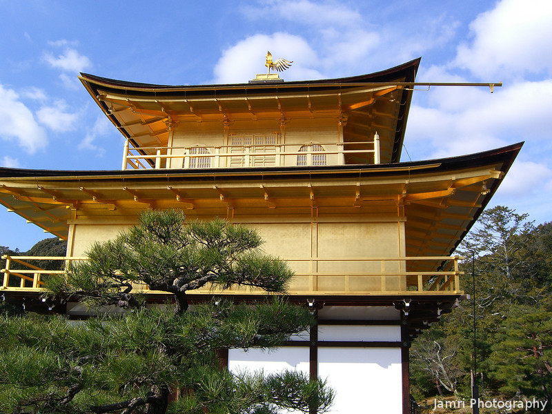 From this angle it kind of looks like the ark of the covenant.<br /> I've discussed similarities between Japanese Shinto objects and Old Testament Israelite objects before. But this is a Buddhist Temple that used to be a rich man's tea house.