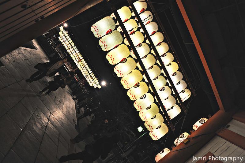 At the Entrance of Yasaka-jinja (Yasaka Shrine).<br /> In Gion, Kyoto.
