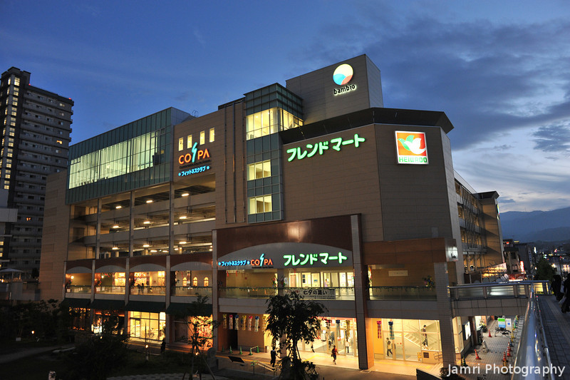 Back in Nagaokakyo.<br /> The Heiwado Store and the Cospa Gym building.