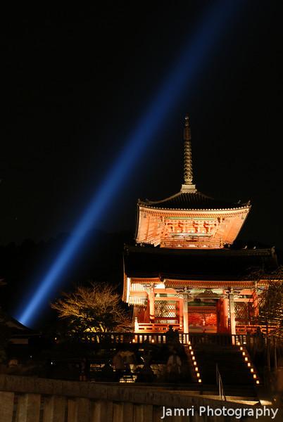 Towards the Treasure House.<br /> Of Kiyomizu Dera (Kiyomizu Temple), Higashiyama, Kyoto.