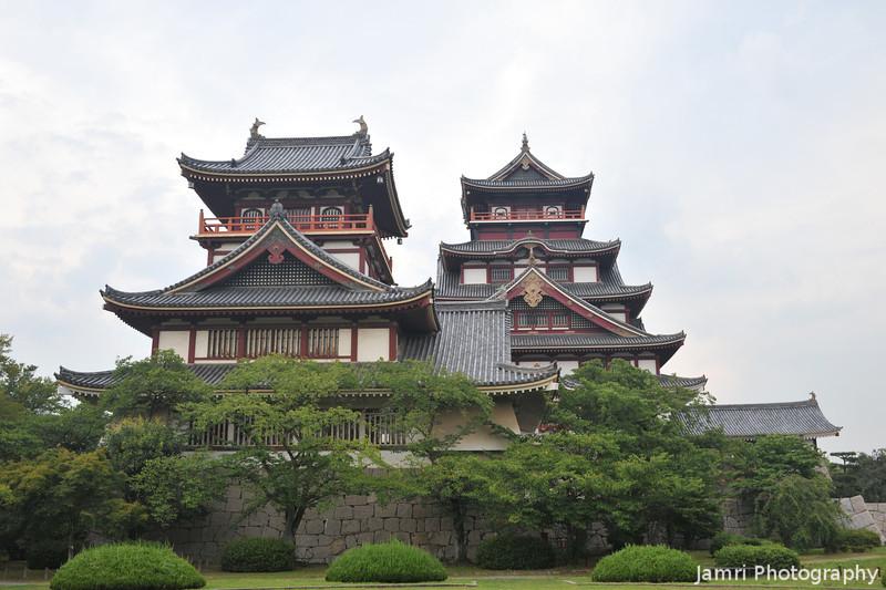 A parting shot of the two towers.<br /> Of Fushimi-Momoyama-jo (Fushimi-Momoyama Castle).