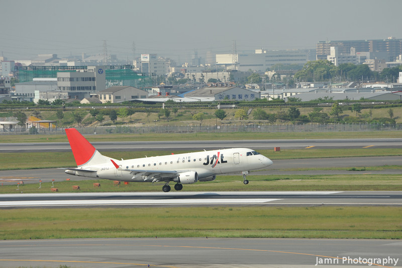 JAL (J-Air) Embraer 170 Coming in for Landing.<br /> At Kansai Airport.