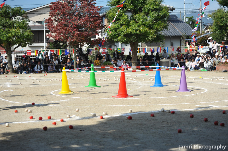 Setting up for a team game.<br /> This is a variation on a popular game in Japan where one team has to collect red balls and the other team white balls, while trying to prevent each other from doing so.