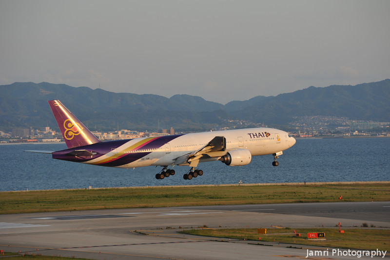 Thai about to Touchdown.<br /> A Boeing 777-2D7, Rego: HS-TJB