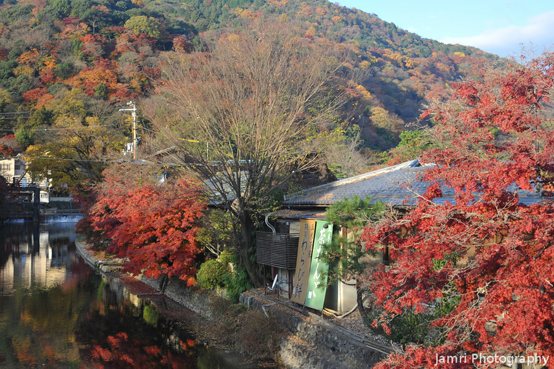 Sunlight on the on the scene.<br /> At the traditional restaurants, in Arashiyama, Kyoto.
