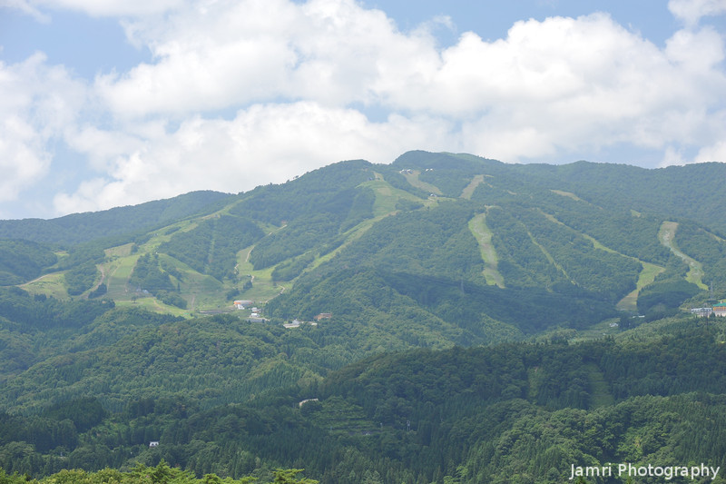 View of the Ski Slopes.<br /> From the Hirugano Service Area on the Tokai-Hokuriku Express-way.
