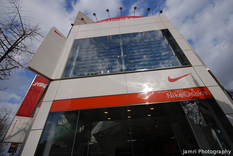 Nike Osaka.<br /> Went past one of the only places with in an 1hrs train ride where I can find shoes that fit, but this time I didn't stop to look at anything.