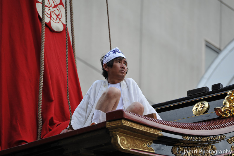 On the Roof of the Float.<br /> A brave man!
