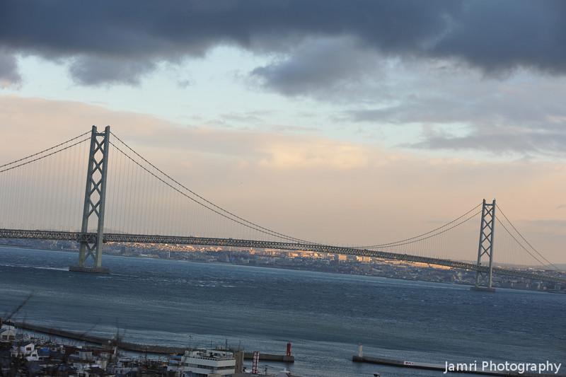 """A telephoto view. Of <A href=""""http://en.wikipedia.org/wiki/Akashi_Kaiky%C5%8D_Bridge"""">Akashi Kaikyo Ohashi</A> (the name of the bridge)."""