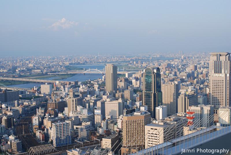Towards the Yodagawa.<br /> The Yodagawa (Yodo river) is the main river in Osaka.<br /> From the Umeda Sky Building in Osaka.