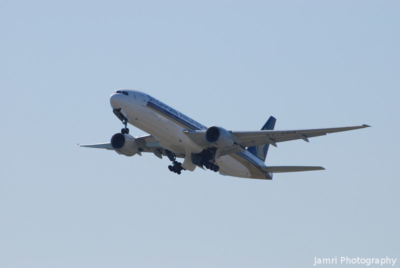 Wheels going up.<br /> As my parents leave from Kansai on a Singapore Airlines B777-200.