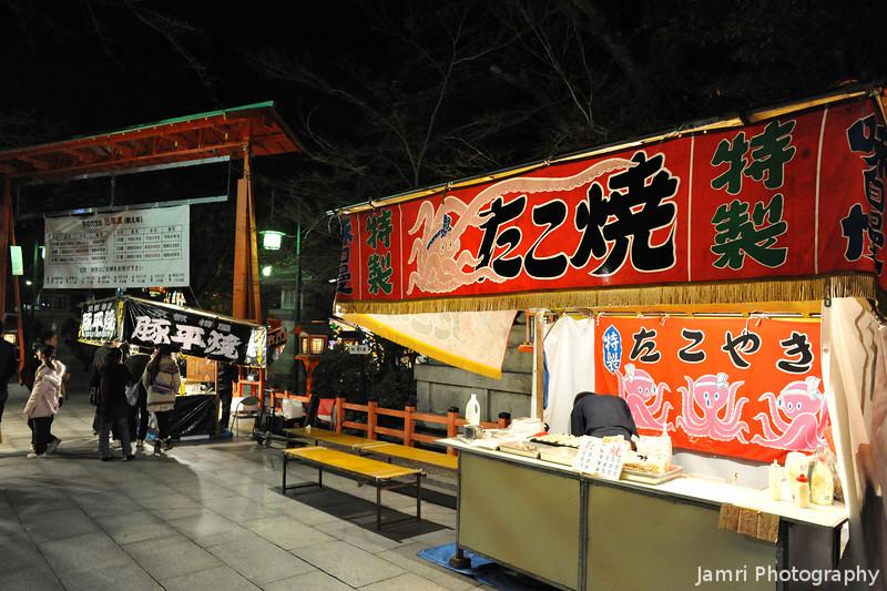 At the Takoyaki Stand.<br /> In the grounds of Yasaka-jinja (Yasaka Shrine), Gion, Kyoto.