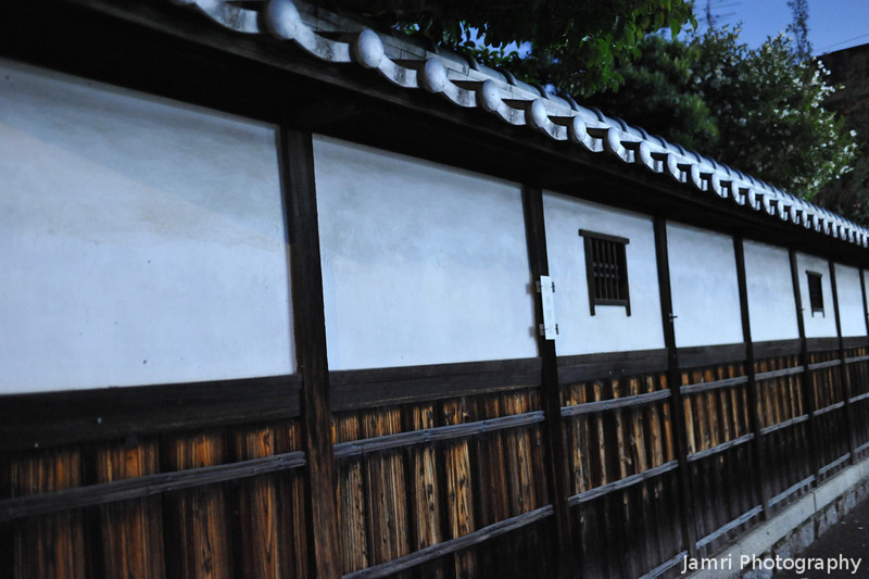 The Wall of a Traditional Estate.<br /> Along the Old West Highway (Saigokukaido) in Nagaokakyo.