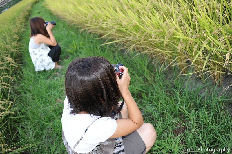 Two Lady Photographers.<br /> Emi (with a Panasonic G5) and Mitsuko (with a Nikon D80) during our field trip.