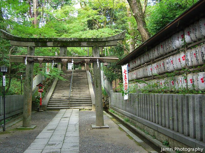 Near the Inner Gate.<br /> At Nagaoka Tenmangu Shrine.