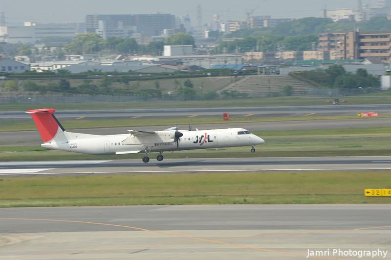 Closer.<br /> A JAL De Havilland Canada, DHC-8-402Q Dash 8 (DH8D)