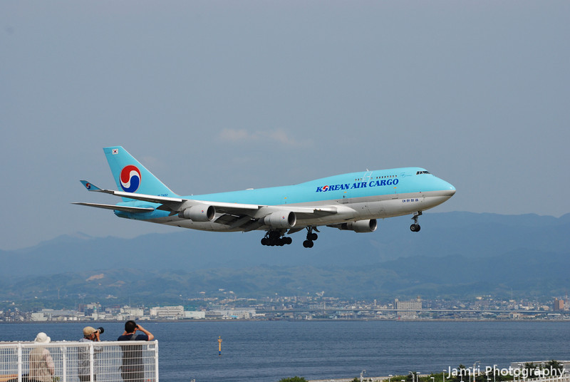 Getting their snaps.<br /> A Korean Air Cargo 747-400F coming in for a landing at Kansai.