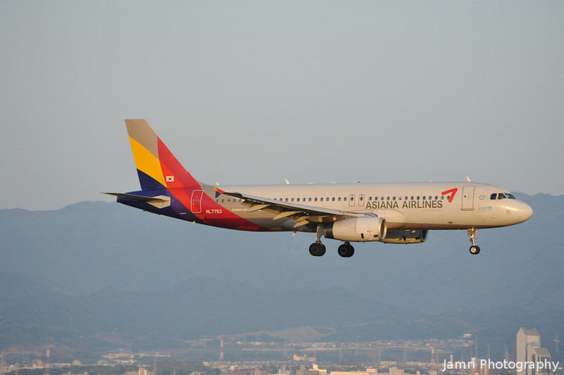 Asiana Airlines Approaching.<br /> Asiana Airlines is another Korea based airline.<br /> An Airbus A3320-232, Rego: HL 7753