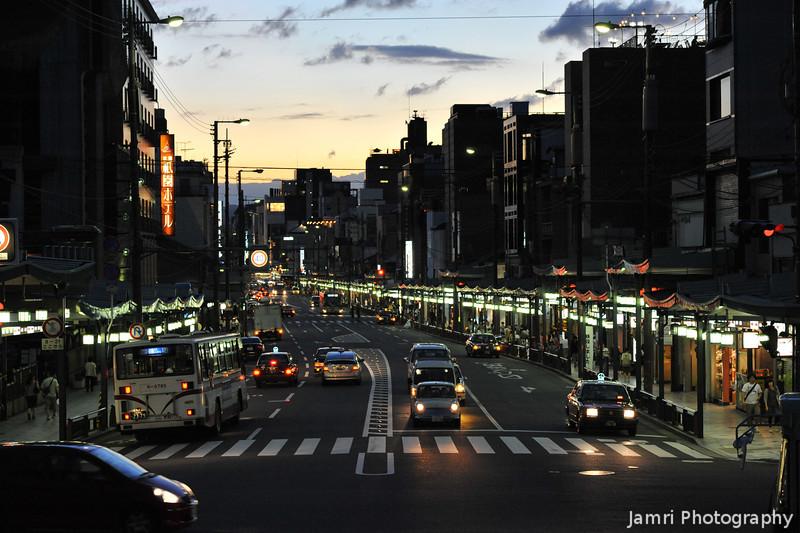 Down Shijo-dori.<br /> From the Steps of Yasaka-jinja, Gion, Kyoto.