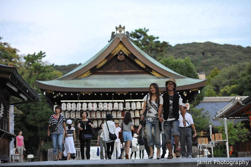 People at Yasaka-jinja.