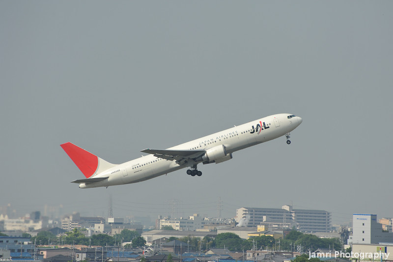 JAL 767-300 Just after Take Off.<br /> From Itami Airport.