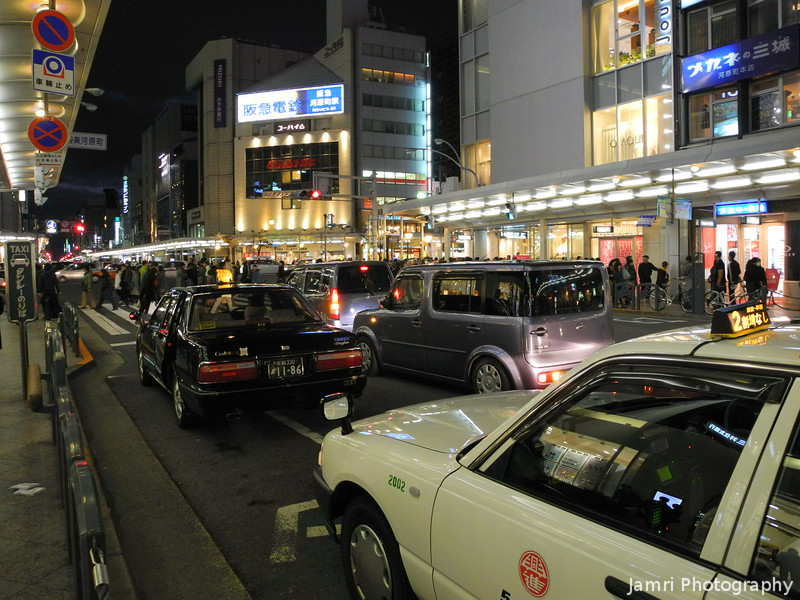 Shijo-dori by night.<br /> Example of a hand held night shot from my Nikon Coolpix P7100. Sure not as good as the D700, but way better than the Casio.
