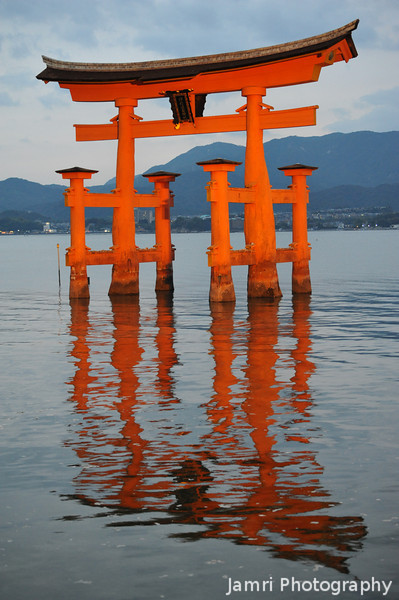 Miyamija Torii.<br /> The last shot of the Torii, before the background got too dark compared to the floodlighting.