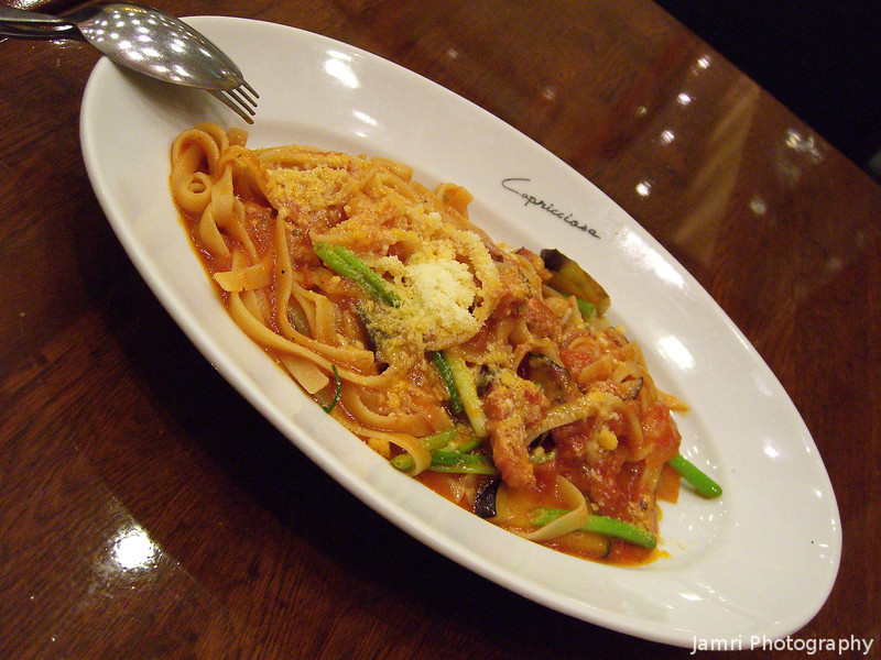 The Main Dish.<br /> And very delicious it was. At a nice Italian restaurant in HAT Kobe.