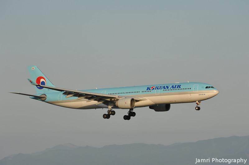Korean Air on Approach to Kansai.<br /> An Airbus A330-300, Rego: HL 7710.
