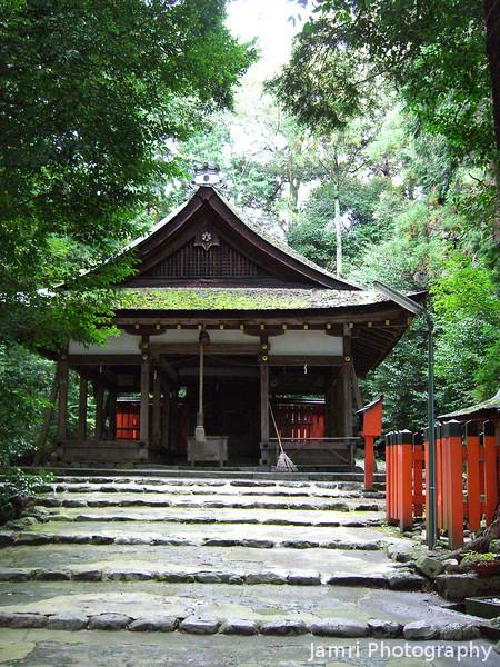The Shrine at the End of the Road.<br /> We finally reached the end of the road along the canal from Kamigamo-jinja (Kamigamo-Yamabata-sen) and arrived at Ota-jinja.