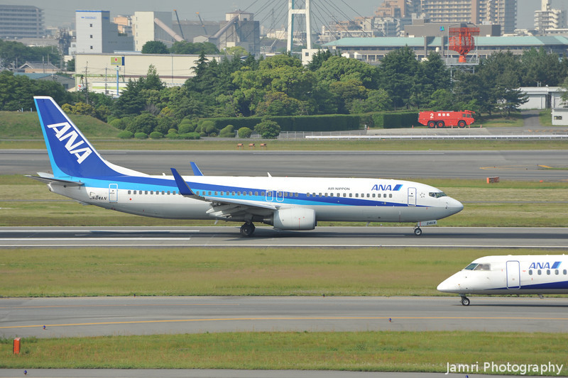 Two ANAs passing.<br /> An ANA Boeing 737-800 and An ANA De Havilland Canada DHC-8-402Q Dash 8.<br /> At Itami Airport.