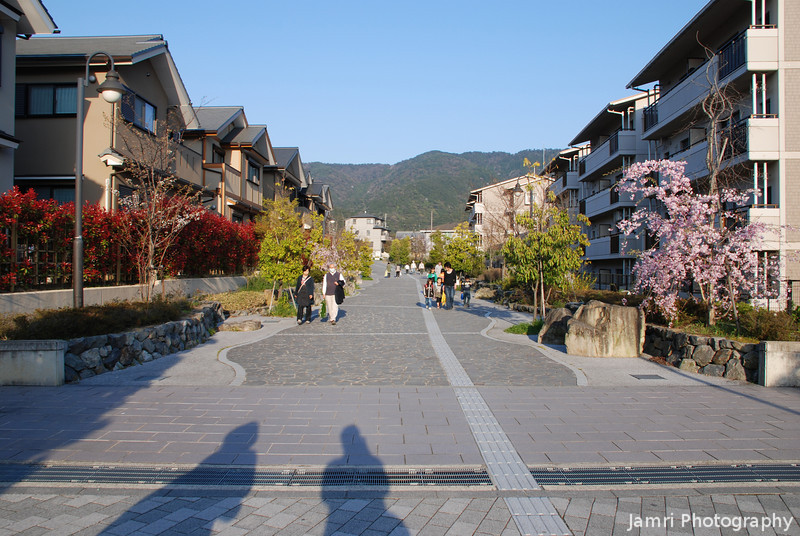 Heading off from Daigo station.<br /> Ritsuko and I head up the hill in the late afternoon from the Diago subway station.