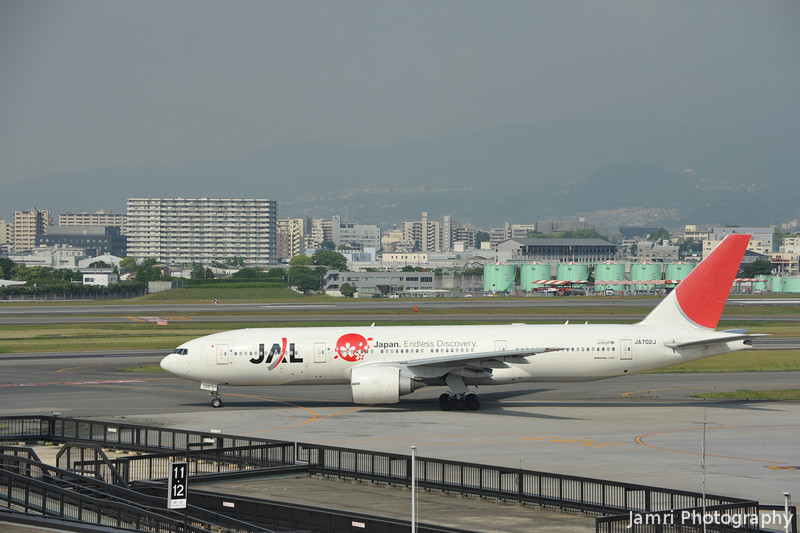 "JAL 777-200 ""Japan Endless Discovery"" side on at Itami Airport."