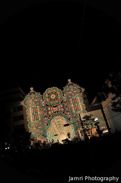 Approaching the Tunnel of Light.<br /> During the 2011 Kobe Luminarie.