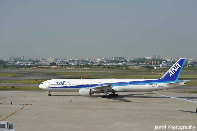ANA Boeing 777-300.