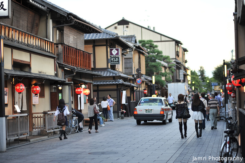 Heading out.<br /> For an evening in Gion.