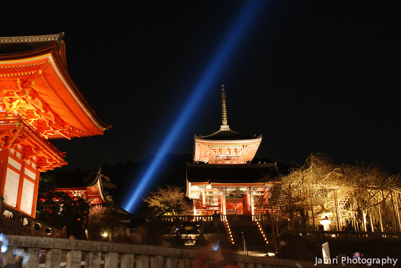 Kiyomizu-dera Lit Up.<br /> This was taken during Higashiyama Hanatouro, I didn't go into the temple this time cause they said the light up will continue until the Hanami, but in the end I didn't get back there for Hanami. Maybe next year?