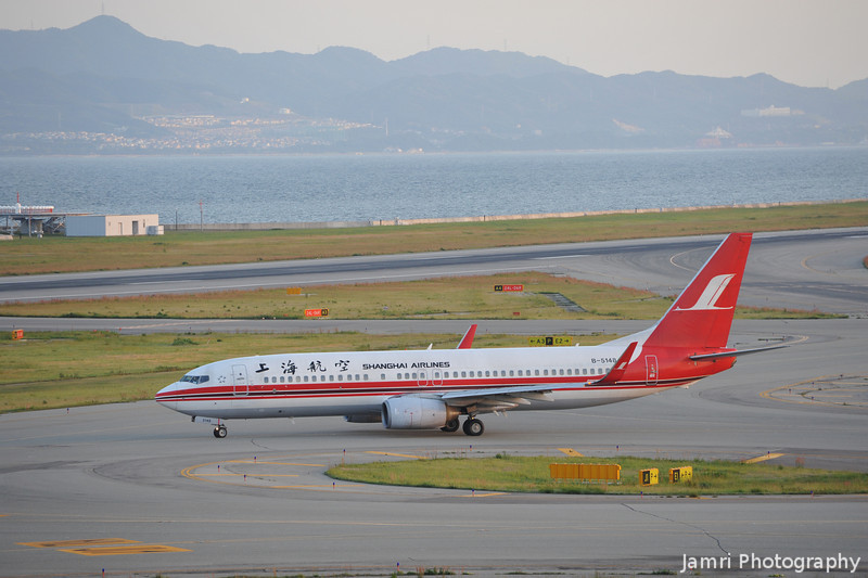 Back to the 1970s.<br /> A Shanghai Airlines Boeing 737-86N with a very 1970s looking livery!<br /> Rego: B-5148