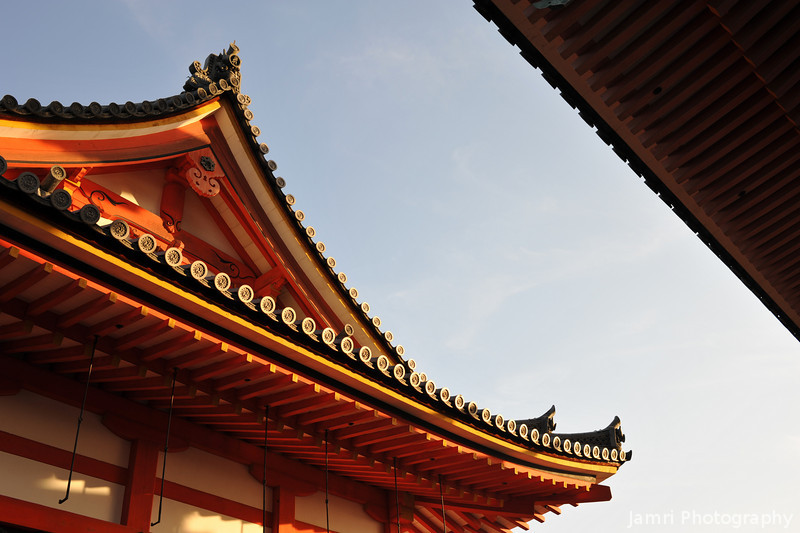 Between two temple buildings.<br /> At Kiyomizu-dera (Kizomizu Temple).
