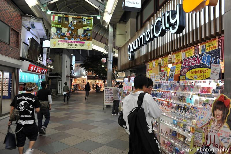 Outside Gourmet City.<br /> A supermarket in the Shinkyogoku Arcade, Kyoto.